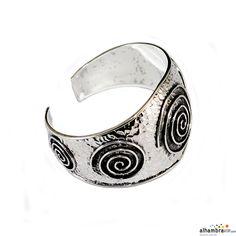 Pulsera plata labrada con decoracion de espirales
