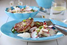 SEIKAKER MED FENNIKELSALAT OG DILLKREM Scandinavian Food, Fish Dishes, Fritters, Seafood, Eggs, Meat, Chicken, Breakfast, Recipes