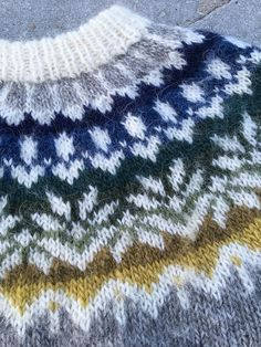 Ravelry is a community site, an organizational tool, and a yarn & pattern database for knitters and crocheters. Fair Isle Knitting Patterns, Sweater Knitting Patterns, Baby Knitting, Icelandic Sweaters, Cable Knit Sweaters, Mosaic Knitting, Norwegian Knitting, Nordic Sweater, Slip Stitch