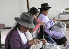 knitting ladies in Ayacucho. this is new group for bieq to work with