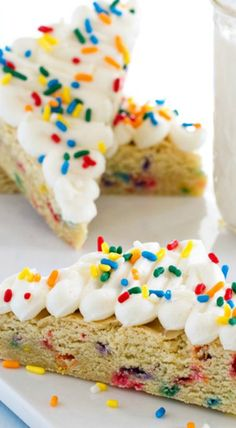 Funfetti Sugar Cookie Bars will make you happy! They're loaded with sprinkles and buttercream and the perfect dessert to feed a crowd. Sugar Cookie Bars, Feeding A Crowd, Yum Food, Dessert Bars, Walks, Sprinkles, Sweet Treats, Birthdays, Favorite Recipes