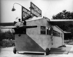 Vintage Photos of Restaurants with Wacky Shapes in Los Angeles Vintage Diner, Vintage Signs, Hot Dog Stand, Los Angeles Restaurants, Interesting Buildings, Unusual Buildings, Beautiful Buildings, Rooftop Restaurant, Unique Restaurants