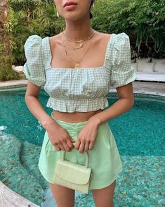 High Fashion trends to inspire our daily outfits. The best of fashion trends and looks. Fashion 2020, Look Fashion, 2020 Fashion Trends, Girl Fashion, 70s Fashion, Fashion Women, Fashion Mask, Skull Fashion, Fashion Skirts