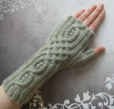 Ravelry: Nunt's cabled wristwarmers pattern by Nunt