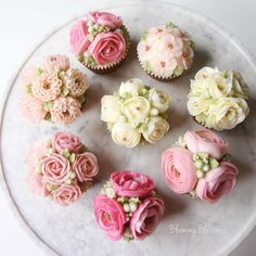 "Blooming Blossoms® on Instagram: ""Flower Cupcakes_ 원하시는 클래스는 개별적으로 신청 가능합니다! Kakaotalk & Line:ejbruin08 bloomingblossomscakery@gmail.com으로 문의 주시면 되세요_ #bloomingblossoms…"""