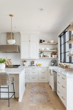 I still love me a gorgeous white kitchen! And new kitchen designed by is a total stunner! Home Renovation, Home Remodeling, Kitchen Remodeling, Modern Kitchen Renovation, New Kitchen Designs, Home Decor Kitchen, Kitchen Ideas, Family Kitchen, Kitchen Interior