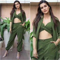 Kriti Sanon looking stunning 💚💚💚 Bollywood Celebrities, Bollywood Actress, Indian Models, Dressed To Kill, Priyanka Chopra, Looking Stunning, Nice Dresses, Celebs, Actresses