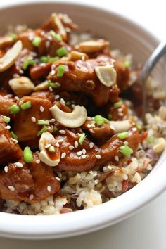 Instant Pot Cashew Chicken--this cashew chicken is just as good as your favorite Chinese restaurant.  It's super easy and flavorful and it's all made in the comfort of your own kitchen. The instant pot speeds up the process and helps get dinner on the table in minutes.