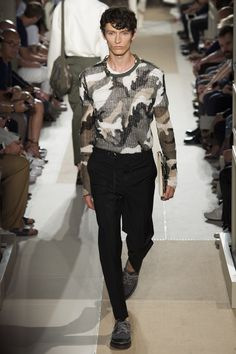 See the complete Valentino Spring 2017 Menswear collection.