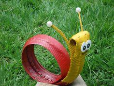 Caracol feito com pneu de moto. Reuse Old Tires, Reuse Recycle, Recycling, Recycled Furniture, Modern Furniture, Furniture Design, Tire Playground, Tire Craft, Tire Garden