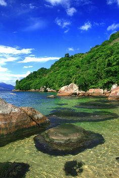Praia da Feiticeira, Ilha Grande, Rio de Janeiro, Brasil- My friend and I want to go after we graduate from college! Beautiful Places To Visit, Beautiful Beaches, Wonderful Places, Places To See, Places To Travel, Travel Destinations Beach, Holiday Destinations, Dream Vacations, Vacation Spots