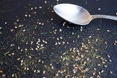 Zatar passt zu pikanten Gerichten, Gegrilltem, Salat und Gemüsegerichten.