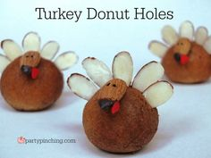 thanksgiving dessert for kids, easy thanksgiving dessert, cute turkey treat, donut turkey with almonds Thanksgiving Desserts Easy, Thanksgiving Turkey, Turkey Cake, Dinner Party Desserts, Donut Holes, Holiday Recipes, Holiday Ideas, Holiday Foods, Holiday Crafts