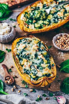 Baked spaghetti pumpkin with garlic-spinach cream and tofu-feta cheese – this simple pumpkin recipe is not only delicious, but also healthy, vegan, high in protein, low-carb and perfect for autumn! Cheesy Recipes, Spinach Recipes, Healthy Recipes, Vegan Squash Recipes, Cooking Pumpkin, Pumpkin Recipes, Vegan Spaghetti Squash, Spaghetti Spinach, Spaghetti Vegetables