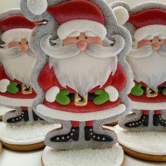 Очень новогодний и очень удобный дед мороз! Поставил под ёлку, надоел - съел! Размер 16*10 см 1200тг #olegra_ng18 Christmas Cupcake Cake, Christmas Themed Cake, Christmas Sugar Cookies, Christmas Sweets, Christmas Goodies, Holiday Cookies, Christmas Baking, Santa Cookies, Galletas Cookies
