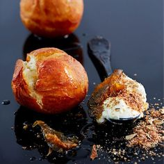 Add some local flavour to your winter menu with biltong. Try these vetkoek with biltong, cream cheese and preserved figs. Recipe on our… South African Dishes, South African Recipes, Caramel Treats, Recipe Icon, Biltong, Sweet Pastries, Slice Of Bread, Recipe Using, Finger Foods