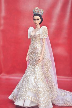 Shawnah, who won IFRJSD a couple of years ago, is now a blooming lady. Spreading her wings to new endeavors and gearing her way to pageantry. Barbie Gowns, Barbie Dress, Barbie Clothes, Barbie Doll, Modern Filipiniana Gown, Filipiniana Wedding, Barbie Bridal, Barbie Wedding, Fashion Royalty Dolls