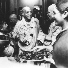 Srila Prabhupada, Divine Grace, Bhakti Yoga, God Pictures, Hare Krishna, Spiritual Life, Hinduism, Spirituality, Sweet Lord