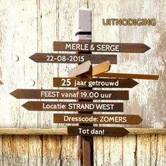 Uitnodiging wegwijzer hout - Uitnodigingen - Kaartje2go - ©OTTI & Lorie Davison
