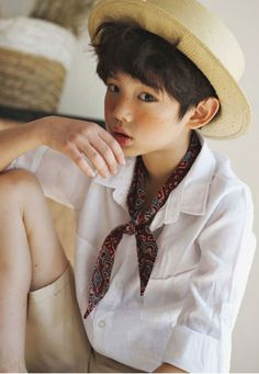 Spring Look For Kids Picture Description New Lipop products are available now. Lipop makes great streetwear looks for girls and some for boys. Boy Models, Child Models, Cute Boys, Cool Kids, Beautiful Boys, Beautiful People, Labo Photo, Ulzzang Kids, Lace Beach Wedding Dress