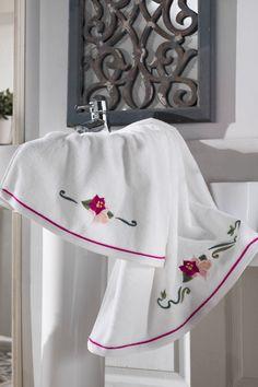 A LILY frottír fürdőlepedő meg fogja lepni azzal, hogy mennyire puha és milyen jó nedvszívó képességgel rendelkezik. 100%-os, 580 g/m súlyú fésült pamutból gyártották és ellátták az antibakteriális védelemmel