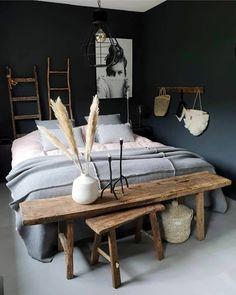 donkere slaapkamers, bedroom with dark walls, cosy bedroom, gezellige slaapkamer Furniture, Cozy Bedroom, Home Bedroom, Dark Bedroom, Bedroom Design, Home Decor, Room Inspiration, Teenage Room, Bed