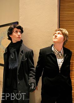 Sherlock and Watson. Dragon*Con I approve of going with the cuffs. Unique Costumes, Family Costumes, Diy Costumes, Cosplay Costumes, Epic Cosplay, Cosplay Dress, Awesome Cosplay, Sherlock Cosplay, Sherlock Holmes Bbc