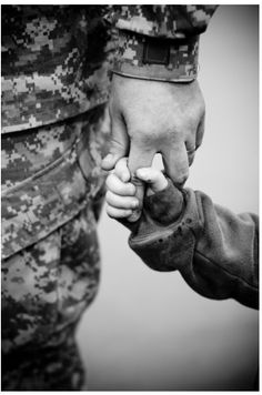 provides direct access to State of Kansas veteran-specific resources and benefits Military Family Pictures, Army Family, Military Couples, Military Love, Military Photos, Military Families, Military Brat, Family Life, Military Family Photography