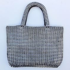 Soda pop tabs crochet bag--I am going to make a bag like this if I ever get enough tabs saved.