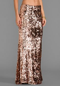 Rose Gold Sequin Maxi Skirt Not sure if I love this or hate this? Look Fashion, Fashion Beauty, Womens Fashion, Rose Gold Skirt, Sequin Maxi, Vogue, Up Girl, Revolve Clothing, Mode Inspiration