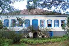 Inventário das Fazendas do Vale do Paraíba Fluminense -    Fazenda Santa Thereza Sims Building, Building A House, Porta Colonial, Colonial Architecture, Plantation Homes, Spanish Colonial, Country Life, Home Deco, Solar