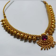Broad thushi with big dot mani in full arc and a iii veni pendal in between Gold Jewellery Design, Gold Jewelry, Beaded Jewelry, Gold Necklace Simple, Necklace Designs, Indian Jewelry, Jewelry Collection, Maharashtrian Jewellery, Gold Designs