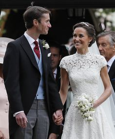 Pippa Middleton Photos Photos - Pippa Middleton and James Matthews smile after their wedding at St Mark's Church on May 2017 in Englefield, England. - Wedding of Pippa Middleton and James Matthews Carole Middleton, Pippa Middleton Photos, Pippa Middleton Wedding, Middleton Family, Pippas Wedding, Wedding Robe, Lace Wedding Dress, Wedding Gowns, Wedding Photos