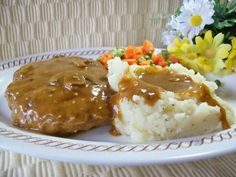Smothered Hamburger Steak: ground beef, 1 ounce) can cream of mushroom soup, 1 cup water, 1 cup milk to 1 cup), 1 ounce) pkg brown gravy mix. I make with cube steaks. Beef Dishes, Food Dishes, Main Dishes, Hamburger Steak Recipes, Hamburger Steaks, Recipes With Hamburger Patties, Chopped Steak Recipes, Steak Meals, Hamburger Dishes