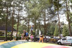 Wie kan het hoogste springen? Street View, Pagan