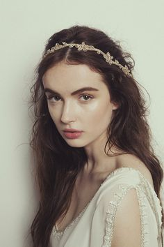 Clementine Headpiece   The precious handmade headpiece is available in silver or brushed gold.   https://www.boandluca.com/shop/accessories/clementine-headpiece/  #boandluca #boandlucaheadpiece  #boandlucaclementine #clementine headpiece #wedding #weddings #weddingaccessories #boandlucaaccessories