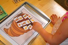 The Iowa Farmer's Wife: Baby Bear Preschool: Thanksgiving Activities