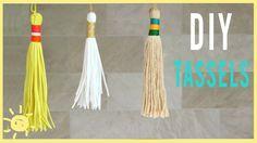 DIY Tutorial How to Make a Tassel - Tassels Tassle Tassles Borlas - Easy Simple Whats Up Moms, How To Make Tassels, Making Tassels, Diy Tassel, Weaving Techniques, Yarn Crafts, Room Crafts, Crochet Accessories, Loom Knitting