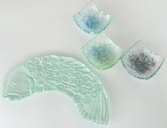 Really good info on working with float glass even has some frit that works with float glass    www.fusingfarm.com/faqs/