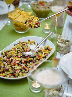 Una coloratissima insalata di fagioli su una tovaglietta verde - IKEA