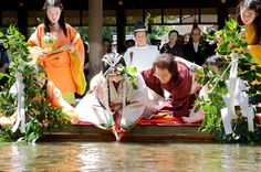KYOTO--A young woman who will star in the Aoi Matsuri festival to be held here later this month underwent a purification ceremony May 4 in preparation for her role.