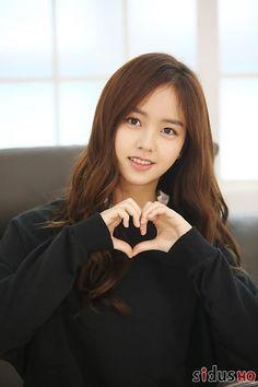 Kim So Hyun without bangs Korean Actresses, Korean Actors, Korean Beauty, Asian Beauty, Kim So Hyun Fashion, Kim Sohyun, Girl Artist, Cute Korean Girl, Hair Growth Oil