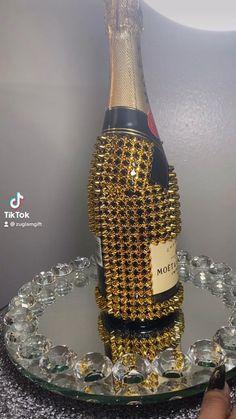 Bedazzled Liquor Bottles, Glitter Champagne Bottles, Decorated Liquor Bottles, Bling Bottles, Custom Wine Bottles, Decorated Wine Glasses, Champagne Bar, Alcohol Bottle Decorations, Alcohol Bottles