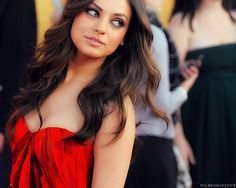 Mila Kunis makeup and hair