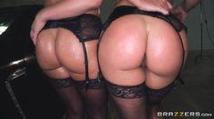 Анальный секс в контакте две большие жопы
