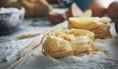 Nonna Live is AirBnB Experience turned virtual class so anyone can learn the joys of making pasta from scratch from their home. Italian Pasta, Italian Cooking, Fresco, Pasta Sin Gluten, Pasta Making Class, Recipe Cover, Virtual Class, Pasta Maker, Rustic Italian