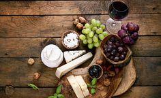Pitkään kypsytetyt, kovat juustot ovat varsin monikäyttöisiä. Esimerkiksi parmesaanin voi yhdistää niin punaiseen, valkoiseen kuin kuplivaankin viiniin.