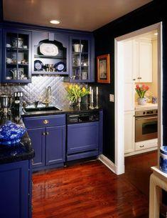 Blue kitchen cabinets - Look We Love 10 Kitchens with Blue Cabinets – Blue kitchen cabinets Purple Kitchen Cabinets, Ready Made Kitchen Cabinets, Kitchen Pantry Cabinets, Kitchen Cabinet Design, Kitchen Colors, Maple Cabinets, Dark Cabinets, Kitchen Furniture, Kitchen Interior