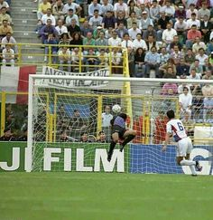 Yugoslavia 1 Colombia 0 in 1990 in Bologna. Davor Jozic comes out of defence to score the only goal in Group D #WorldCupFinals