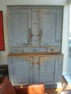 large early blue step back cupboard Store Decor, Primitive Decorating, Primitive Cabinets, Painted Cupboards, American Colonial Decor, Vintage Cabinets, Vintage Furniture, Primitive Furniture, Decorative Painting
